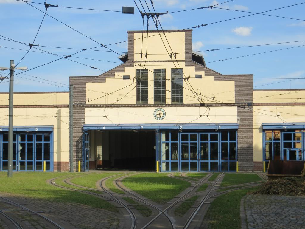 Halle des ersten Augsburger Bahnhof (mittig mit Giebel)