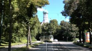 Tram in der Thommstraße